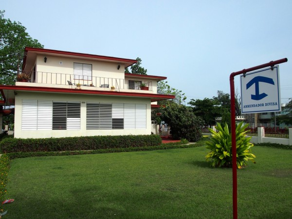 Casa particular in Cienfuegos with the typical blue sign in front of it kudumomo/Flickr
