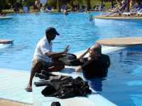 Scuba lesson in the pool, Varadero Phil Guest/Flickr